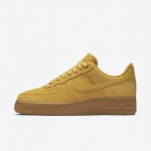 200IDFZT Womens Mineral Yellow/Gum Light Brown/Elemental Gold Nike Air Force 1 07 SE Lifestyle Shoes