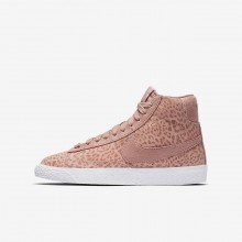 202QLAYW Girls Coral Stardust/Gum Light Brown/White/Rust Pink Nike Blazer Mid SE Lifestyle Shoes