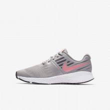 845ARHWI Girls Atmosphere Grey/White/Gunsmoke/Sunset Pulse Nike Star Runner Running Shoes