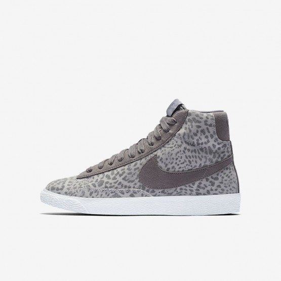 922MGITW Girls Atmosphere Grey/Gum Light Brown/White/Gunsmoke Nike Blazer Mid SE Lifestyle Shoes
